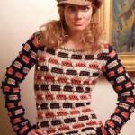 Креативный вязаный пуловер спицами